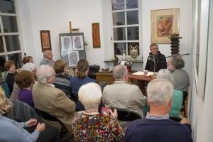 """Über 50 Besucher fanden ihren Weg zur Auftaktveranstaltung von """"Das Erzählte Werk"""" im Ernst-Alt-Kunstforum"""